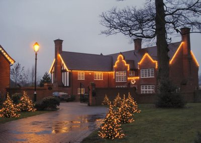 Nice Residential house and driveway with lights
